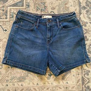 Levi's stretchy shorts